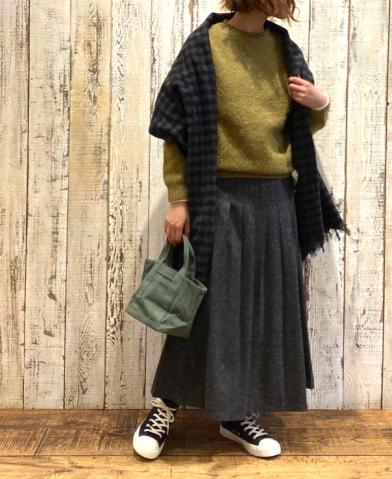 John Tulloch〜WOOL PLAIN CREW NECK SADDLE SHOULDER …