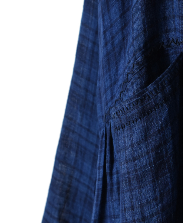 INMDS20202 80'S HAND WOVEN YARN DYED NATURAL INDIGO LINEN CHECK CACHE-COEUR DRESS WITH HAND STITCH