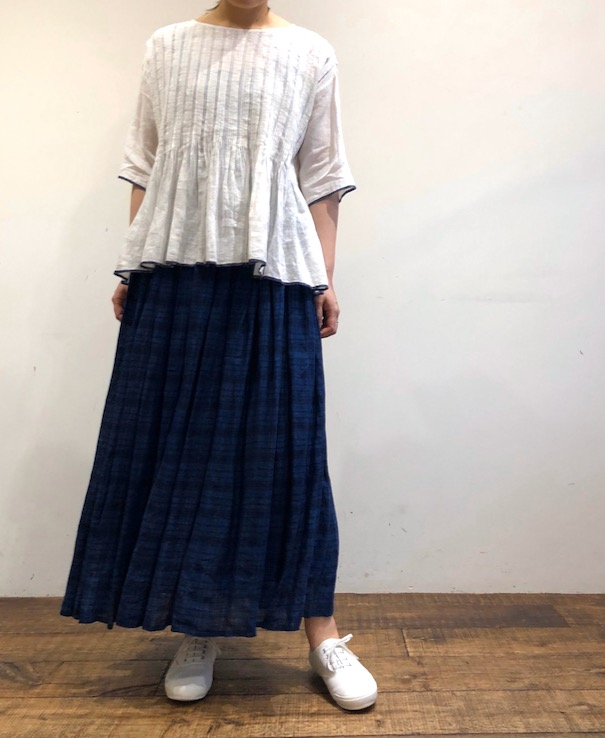 INMDS20205 80'S HAND WOVEN YARN DYED NATURAL INDIGO LINEN CHECK RAJASTHAN TUCK GATHERED SKIRT WITH LINING