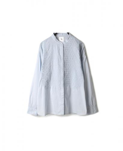 NMDS20061 ORGANIC CAMBRIC BANDED COLLAR EMB SHIRT